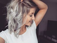 Silver Blonde Haarfabe - Neue Ideen (Curly Hair Ombre)