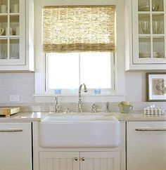 New farmhouse kitchen window coverings farm sink ideas Farm Style Sink, Farm Sink, White Cottage Kitchens, Home Kitchens, Dream Kitchens, Kitchen Window Coverings, Decoracion Vintage Chic, Farmhouse Sink Kitchen, Kitchen Sinks