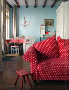 Cute Craft Room...I could keep my coral couch for my craft room...in the future ;)