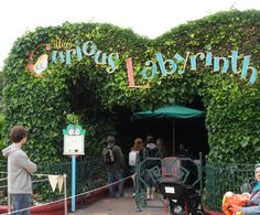 Alice's curious labyrinth Labyrinths, Neon Signs, Disney, Places, Fun, Maze, Disney Art, Lugares, Funny