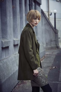 Khaki and Gold Outfit. Gold Outfit, Haircuts With Bangs, Cool Haircuts, Cool Short Hairstyles, Short Hair Styles, Women's Clothing, Grow Hair, Balayage Hair, Hair And Beauty