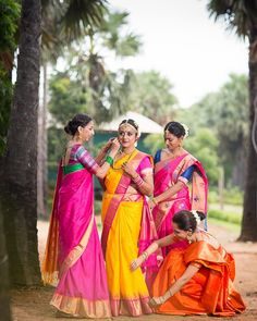 Indian Bridesmaids, Bridesmaid Duties, Wedding Picture Poses, Wedding Pictures, Candid Photography, Wedding Photography, Engagement Saree, Telugu Wedding, South Asian Bride