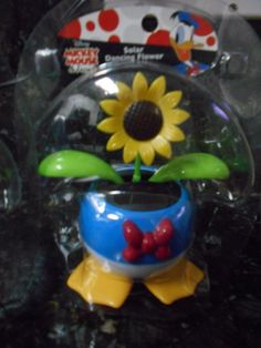 Solar Dancing Donald - NIP! Solar Powered Toys, Interactive Toys, Donald Duck, Free Gifts, Dancing, Christmas Ornaments, Holiday Decor, Disney, Kids Toys