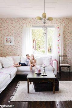 Koti kuin karkki – näin lapsiperhe sisusti vanhan kyläkaupan! | Kotivinkki