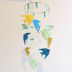 Giostrina per culla con pesciolini #origami. #origamiart #papercraft #handmade #paper #diy #homedecor