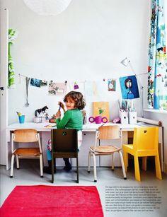 hanging kids art with a string. (estudio 4 10 increíbles zonas de estudio para niños)