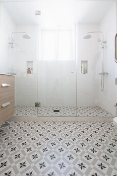 A collection of the most popular bathroom tips! Grab tips and tricks to produce your perfect master bathroom! Curated by Rebekah Dempsey of A Blissful Nest. Bathroom Windows, Bathroom Layout, Bathroom Interior Design, Interior Design Living Room, Budget Bathroom, Small Bathroom, Master Bathroom, Bathroom Cleaning, Modern Bathroom