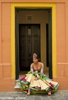 Ya huele a feria Ballet Costumes, Dance Costumes, Flamenco Skirt, Flamenco Dresses, Mexican Style, Spanish Style, Great Pictures, Belly Dance, Costume Design