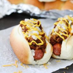 People may disagree on what makes an authentic Coney Island Hot Dog but you will agree that this Coney Island Hot Dog Recipe is delicious! Perfectly spiced full of flavor this is one hot dog recipe youll want to keep on file! Hot Dog Recipes, Wrap Recipes, Chili Recipes, Sausage Recipes, Bacon Hot Dogs, Beef Hot Dogs, Hot Dog Chili, Chili Dogs, Coney Island Hot Dog Recipe