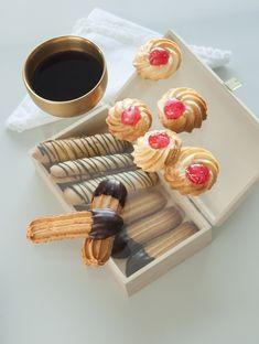 Φτιάξτε πολύ εύκολα και γρήγορα, με τη σπιτική συνταγή του Lurpak, αφράτα μπισκότα βουτύρου με μαρμελάδα ή σοκολάτα.