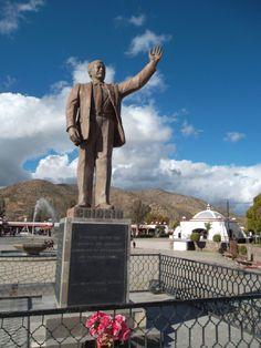 Estatua de un Sonorense ilustre: Luis Donaldo Colosio. Magndalena de Kino, Sonora.