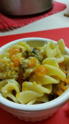 Granfusilli con zucca e salsiccia http://blog.cookaround.com/jotrazuccheroecannella/granfusilli-zucca-salsiccia/