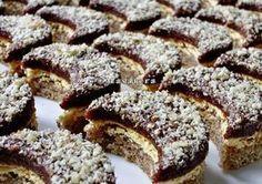 Orahovi polumjeseci ~ Recepti i Savjeti Cookie Desserts, Sweet Desserts, Sweet Recipes, Cookie Recipes, Dessert Recipes, Bosnian Recipes, Croatian Recipes, Bosnian Food, Balkan Food