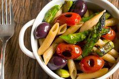 Receita de Penne com Aspargos, Azeitonas e Tomate Cereja