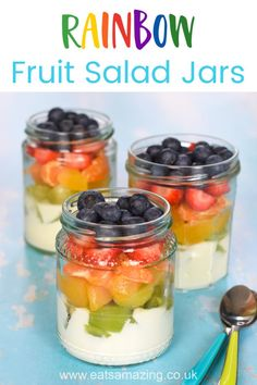 Fun and easy rainbow fruit jars for kids - cute rainbow themed recipe for a healthy dessert or breakfast Rainbow Rice, Rainbow Fruit, Eat The Rainbow, Food Art For Kids, Cooking With Kids, What's Cooking, Healthy Kids, Healthy Snacks, Healthy Recipes