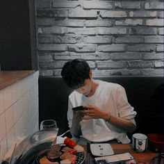 imagine [ 𝓞𝓷𝓮 𝓼𝓱𝓸𝓽 ] Korean Boys Ulzzang, Ulzzang Boy, Yugyeom, Youngjae, Rafael Miller, Drawings For Boyfriend, Eunwoo Astro, Nct Doyoung, Wattpad