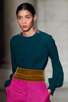 Oscar de la Renta Fall 2020 Ready-to-Wear Fashion Show - Vogue Milan Fashion Weeks, Fashion 2020, Daily Fashion, Love Fashion, Fashion Show, Fashion Trends, London Fashion, Style Fashion, Style Couture