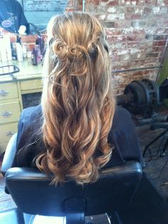 Wedding hair, down and curly