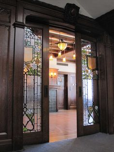 Arts and Crafts Pocket doors - At the Glossbrenner Mansion in Indianapolis, which was designed by English architect Alfred Grindle, was built in