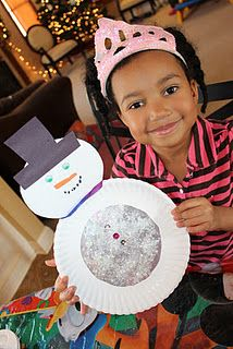 Paper plate snowman snow globe!  Great blog for learning and playing projects for kids!