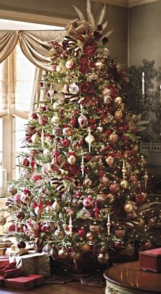 Our curated Imperiale Venezia 60-Piece Ornament Collection dresses your tree in immaculately detailed works of art.