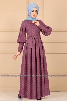 Mode Selvim Polka Dot Plissee Kleid Rose getrocknet Designers Designer Clothing Source by lorahrochmodetrends dresses hijab Abaya Fashion, Muslim Fashion, Modest Fashion, Fashion Outfits, Dress Muslim Modern, Muslim Dress, Hijab Dress, Mode Abaya, Mode Hijab
