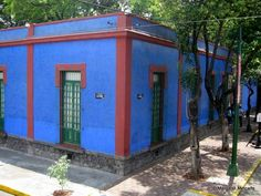 Frda's house is on a corner. She was born and raised in this house and she returned to live there with Diego. She died in this house, too.