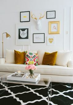 Mix and Chic: Home tour- A fashion blogger's girly chic Chicago apartment!