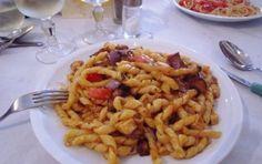 Pasta con pesce spada e melanzane - La ricetta della pasta con pesce spada e melanzane è un primo piatto facile preparato con ingredienti tipici della Sicilia. Non è una ricetta tradizionale siciliana ma un piatto gustoso e veloce.