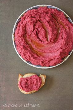 Hummus of beetroot brilliant! We find the taste of hoummous but with the delicately sugar perfume of the beetroot. Raw Food Recipes, Veggie Recipes, Vegetarian Recipes, Healthy Recipes, Fingers Food, Tapenade, Antipasto, Catering, Beetroot