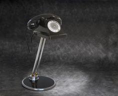 Telefono inglese vintage interamente posizionabile con lampada led inserita sotto il corpo.