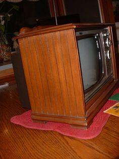 Side of Mini Vintage RCA 9 1960's T.V