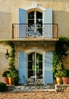Hisar 2 French Country Cottage, French Country Style, Stucco Colors, French Exterior, Estilo Country, Blue Shutters, French Style Homes, House Windows, Tuscan Style