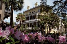 Savannah, GA http://2.bp.blogspot.com/_21efmTlhfp8/SXdMpeofU7I/AAAAAAAAAHw/JzX572kQoxI/s400/savannah-georgia-historic-home-picture.jpg
