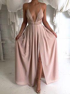 Vestido Longo com Fenda Nude. 4 Tendências de Vestidos para Usar em 2018