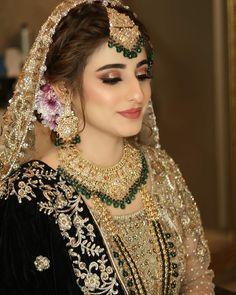 Indian Bridesmaid Dresses, Asian Bridal Dresses, Indian Bridal Outfits, Pakistani Bridal Dresses, Wedding Dresses For Girls, Bridal Lehenga, Bridal Makeup Images, Bridal Eye Makeup, Bridal Makeup Looks