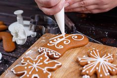 Poleva na medovníky   Recepty.sk Gingerbread Cookies, Christmas Cookies, Imperial Sugar, Cooking Recipes, Healthy Recipes, Tis The Season, Nutella, Meal Planning, Biscuits