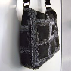 Ravelry: crochet with felt bag pattern by Jellina Verhoeffcrochet bag squares, yep I'm making this for myself! *** Gebruik materiaal- vilt- of leerblokkies en hekel hulle so aanmekaar.purse tutorial - could use upcycled felted wool sweaterscan be mad Basic Crochet Stitches, Crochet Motif, Knit Crochet, Crochet Patterns, Ravelry Crochet, Crochet Squares, Crochet Handbags, Crochet Purses, Crochet Bags