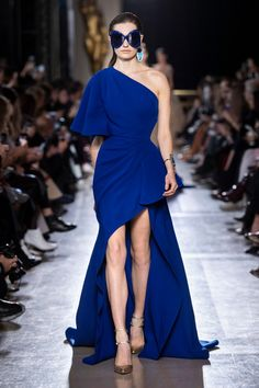 ELIE SAAB Haute Couture Spring Summer 2019 l Women fashion runway look outfit blue dress Elie Saab Couture, Gala Dresses, Red Carpet Dresses, Blue Dresses, Blue Fashion, Fashion Week, Runway Fashion, Beautiful Gowns, Beautiful Outfits