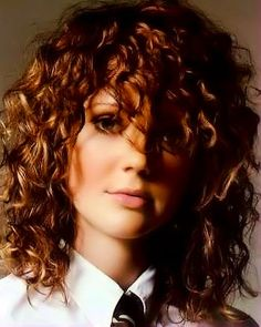 Long curly hair style image 14.