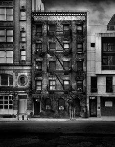 """Photo by Jean Michel Berts portraitist of cities specializing in black and white photos. Photo of the book """"Light of New York"""" Ed: Assouline White Light, Black And White, Vintage Botanical Prints, Book Organization, Jean Michel, Book Girl, Book Photography, Book Cover Design, Book Crafts"""