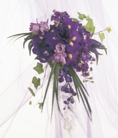 Bouquet like this but with little blue flowers instead of pale purple roses <3