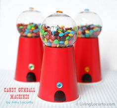 Vaso de plastico, bola de navidad!  Easy to Make Candy Gumball Machine Party Favors by Amy Locurto at LivingLocurto.com