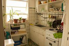 <!--:es-->Sole. Departamento de dos ambientes en Colegiales, Ciudad de Buenos Aires. <!--:--> Boho Kitchen, Kitchen Dining, Kitchen Decor, Kitchen Ideas, Kitchen Interior, Interior Design Living Room, Hipster Apartment, Compact Living, Mediterranean Homes
