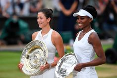 2017 Wimbledon champion Garbiñe Muguruza and runner-up Venus Williams pose with their respective pieces of silverware Wimbledon 2017, Wimbledon Champions, Tennis Tournaments, Tennis Players, Tennis Stars, The Championship, Roger Federer, Cheerleading, Victorious