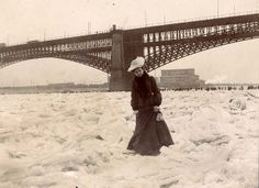 """Mississippi River frozen solid, February 1905 """"The Mississippi River frozen 'solid', February Woman crossing frozen river during Ice Gorge of Photograph, Missouri History Museum Photographs and Prints Collections. Vintage Pictures, Old Pictures, Old Photos, Vintage Images, Lewis Carroll, Belle Epoque, Tornados, Wonderland, Art Nouveau"""
