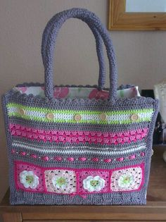 Crochet bag, perfect for spring and summer. Crochet Market Bag, Crochet Tote, Crochet Handbags, Crochet Purses, Crochet Stitches, Crochet Patterns, Crotchet Bags, Knitted Bags, Knitted Blankets
