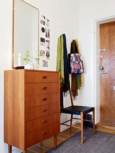 thin and small dresser is very convenient in entryway if space allows. thin and small dresser is very convenient in entryway if space allows. Entryway Dresser, Small Dresser, Entryway Decor, Cosy Apartment, Small Apartment Interior, Apartment Living, Retro Apartment, Parisian Apartment, Apartment Layout