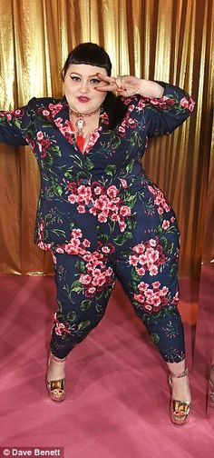 Flower power: The Gossip singer was her usual fun and quirky self as she posed. Curvy Inspiration, Arizona Muse, Elle Style Awards, Iskra Lawrence, Dramatic Look, Emma Watson, Gossip, Flower Power, Red Carpet