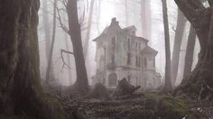 Urban Exploration of Urban Decay Abandoned Buildings Urbex Photography Abandoned Buildings, Old Abandoned Houses, Abandoned Mansions, Old Buildings, Abandoned Places, Abandoned Library, Spooky House, Creepy Houses, Haunted Houses